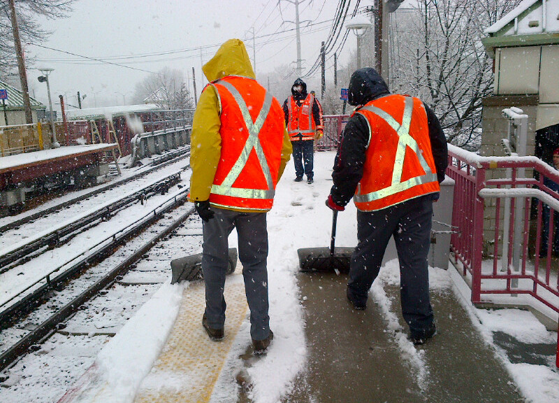Snow_removal_along_LIRR_(11309047054)
